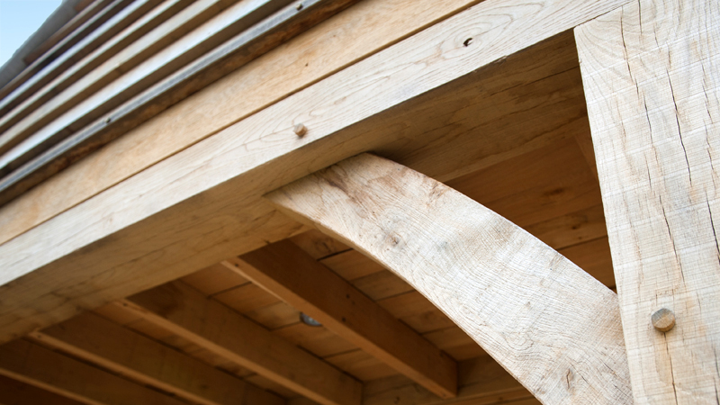 Green oak beams and curve